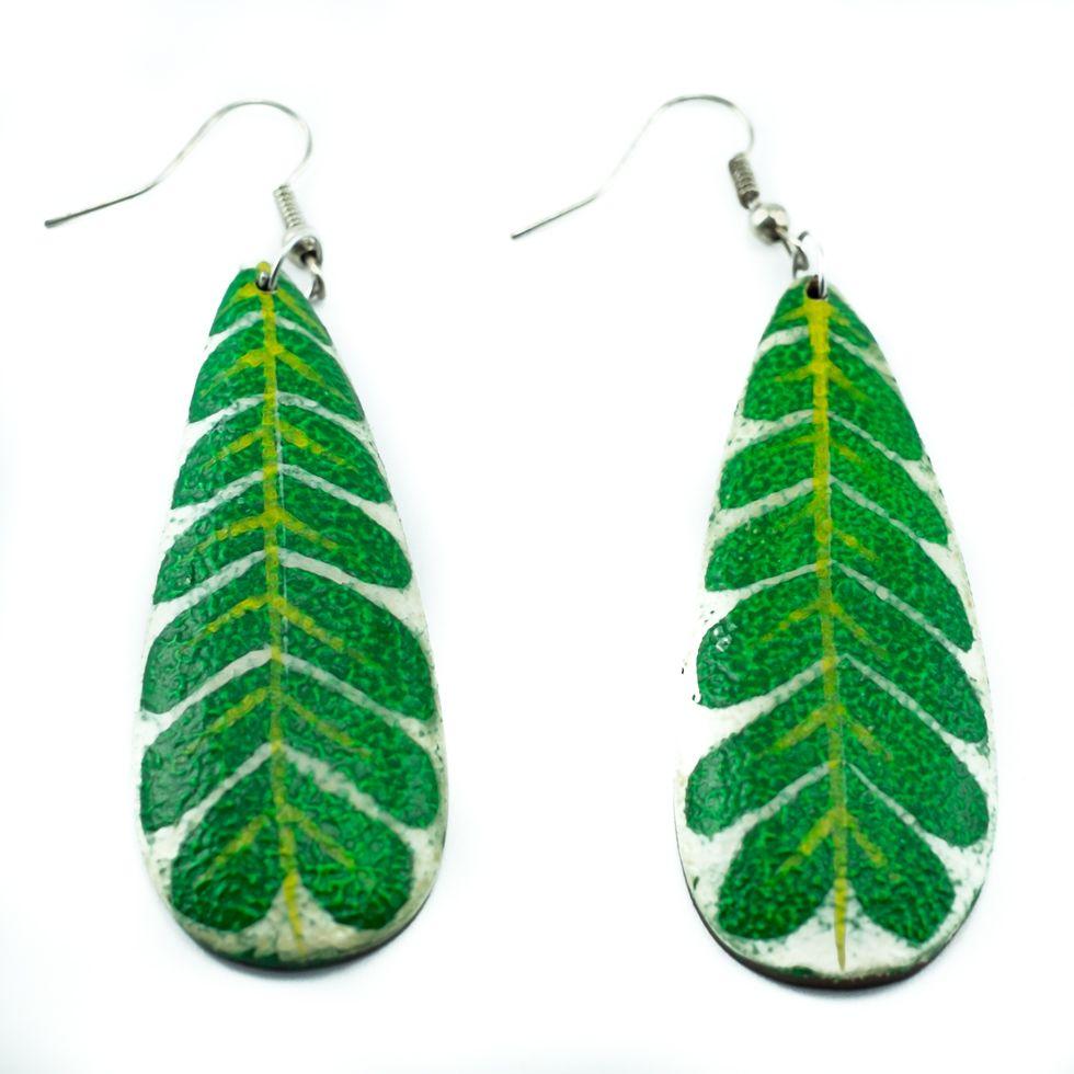 Malované dřevěné náušnice Zelené listy