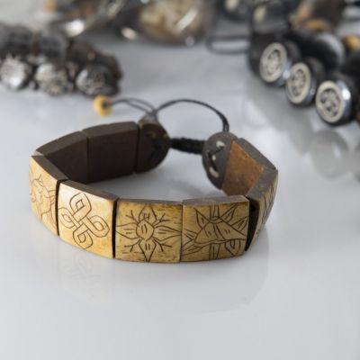 Kostěný náramek Aštamangala - hranatý, hnědý
