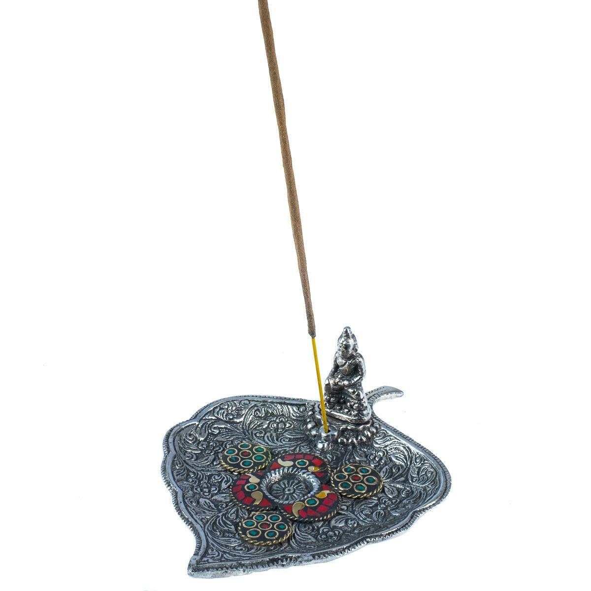 Kovový stojánek na vonné tyčinky List s Buddhou a mozaikou 2 India