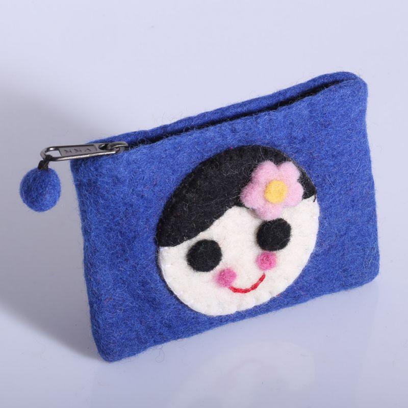 Plstěná taštička s holčičkou modrá